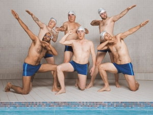 DVD-Verlosung: Swimming with men